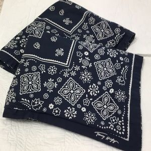Tommy Hilfiger set of 2 shams to fit std pillow